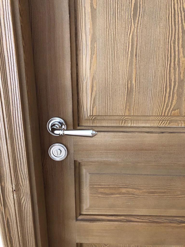 Puerta madera tirador